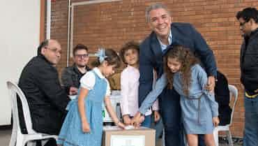 コロンビア大統領選、右派候補勝利 和平合意見直しも