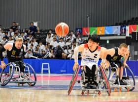 主将の豊島(中)ら日本選手の走力は試合終盤まで落ちなかった