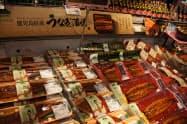 土用の丑(うし)の日を控え需要が高まるウナギだが、世界的な資源保護が求められている(東京・江戸川のイオン葛西店)