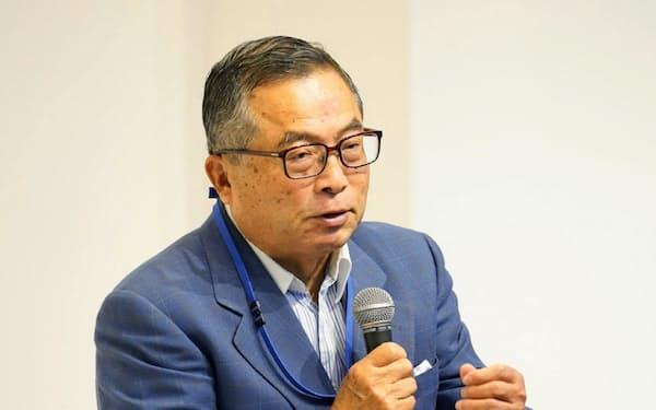 千本氏は「世界に羽ばたこうとするなら、自分の目で世界を見なければならない」と力説した
