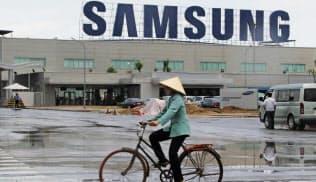 サムスン電子はベトナムの輸出全体の2割を担う(北部バクニン省のスマートフォン工場)
