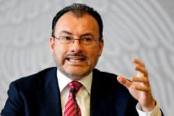 記者会見するメキシコのビデガライ外相(19日、メキシコシティ)=ロイター