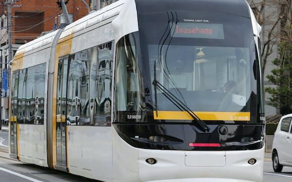 先行事例の富山市では中心市街地活性化のモデルになっている