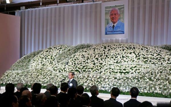 ノーベル賞の小柴氏、梶田氏ら約300人が参列(20日、浜松市のホテル)