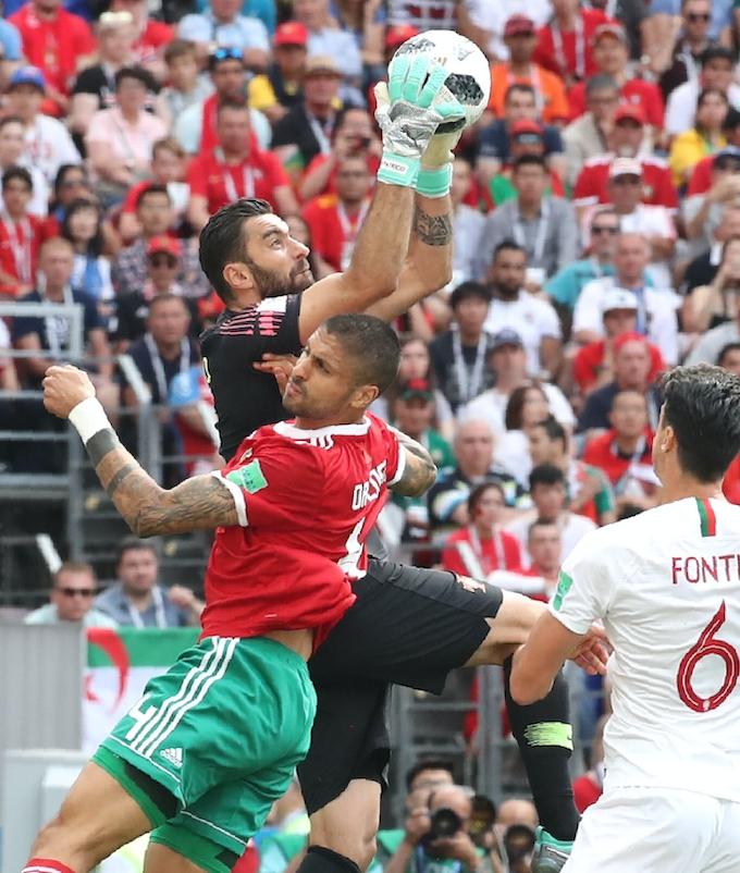 ポルトガル、モロッコ下す ロナルドが決勝弾: 日本経済新聞