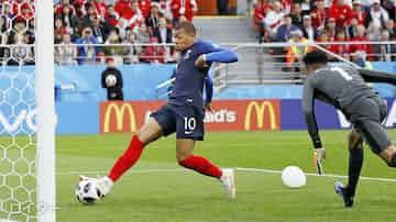 フランス連勝で16強進出 ペルーは敗退