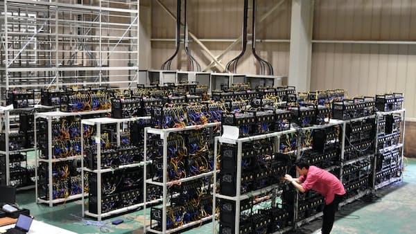 仮想通貨「採掘」の巨大工場 電力安い地方で