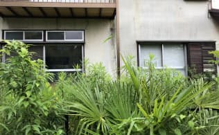 空き家になると庭の雑草は生え放題(千葉県我孫子市)
