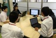 神戸市は一部の部署で紙資料を使わない会議を始めている