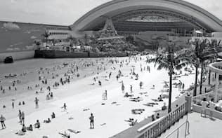 開業初日、多くの人でにぎわうオーシャンドーム(1993年7月30日、宮崎市)