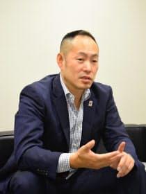 インタビューに応じる東野技術委員長