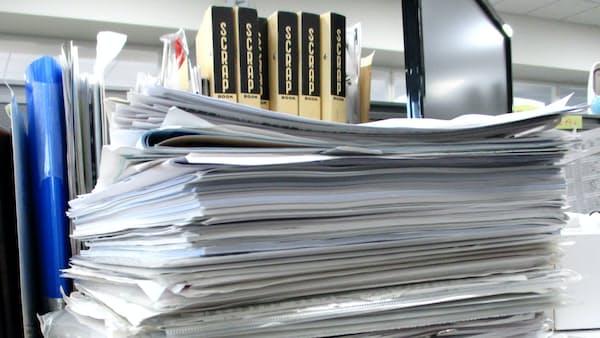 机をキレイに、書類は頻度で3分類