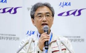 はやぶさ2が小惑星「りゅうぐう」に到着したことを発表する、JAXAの吉川真ミッションマネージャ(27日午前、神奈川県相模原市の宇宙科学研究所)