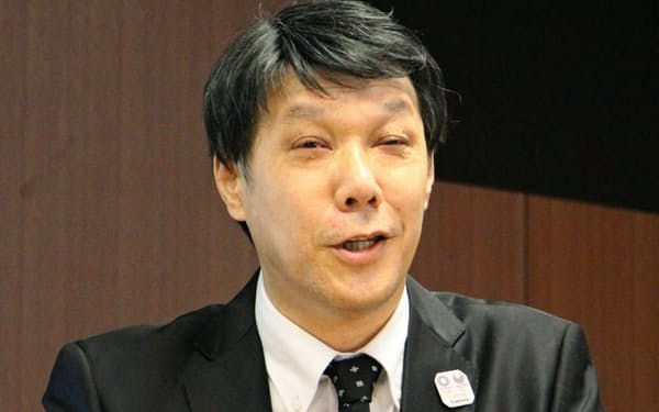 記者会見するNTT東日本の井上福造社長(28日、東京・千代田)