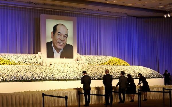 球団関係者や地元経済界関係者らが参列した(28日、広島市内)