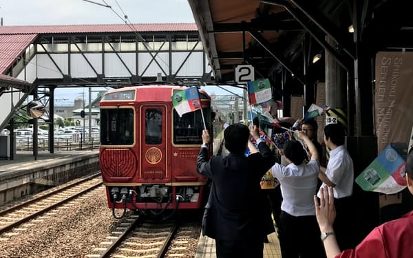 琴平駅で見送られ、大歩危へ向かった(28日)
