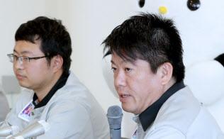 堀江貴文氏(右)が出資するインターステラテクノロジズの観測ロケット打ち上げは失敗に