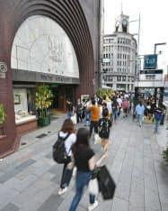 33年連続で路線価日本一となった東京・銀座の文具店「鳩居堂前」