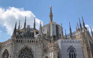 気温35度の中で、改装工事が続くミラノ大聖堂