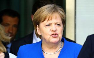 2日、政権の崩壊危機を回避したメルケル首相=ロイター