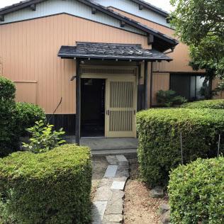 民泊に日本らしい古民家を提供する(6月、高松市)