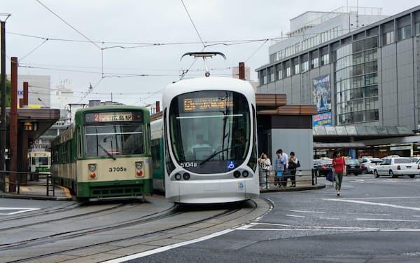 広島電鉄の広島駅は地上から高架に変わる(広島市)
