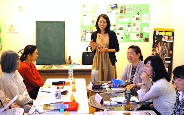 映画を通じ英語を学ぶ講座を開く(6月、神戸市中央区の元町映画館)