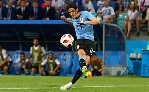 ポルトガル戦で2点目のゴールを決めるウルグアイのカバニ=ロイター