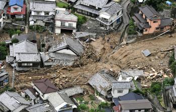 西日本豪雨で異例の広域被害 8府県で51人死亡: 日本経済新聞