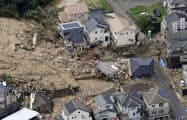 土砂崩れで住宅が倒壊した広島県熊野町の現場(9日午前)=共同