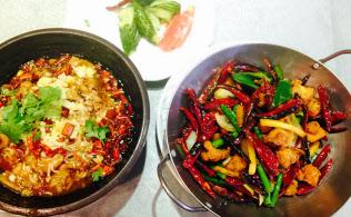 庶民が食べる代表的な中国料理、辣子鶏(右)は油、鶏肉とも輸入大豆と、その大豆かすなしにはコストが上がる
