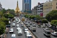 ヤンゴンでは自動車の交通量が増えている