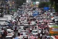 渋滞するヤンゴン中心部の幹線道路