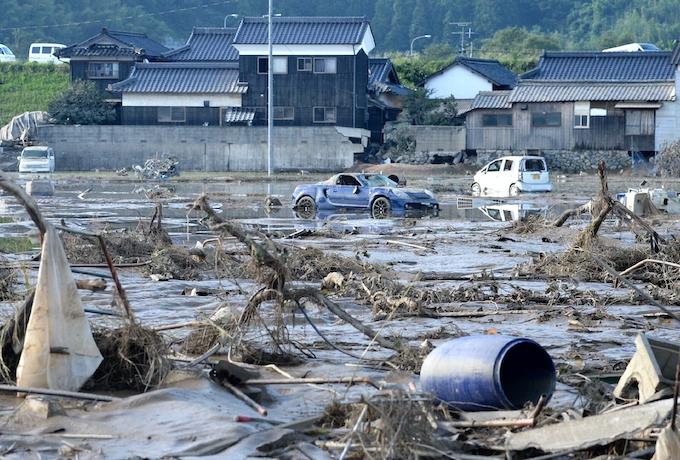 西日本豪雨、死者168人に 首相が被災地視察: 日本経済新聞