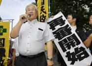 日野町事件の再審開始を認める決定をした大津地裁前で思いを語る阪原弘元受刑者の長男、弘次さん=共同