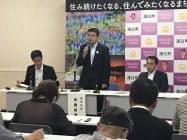 JR札沼線の廃線容認を表明する北海道浦臼町の斉藤純雄町長(11日、浦臼町)