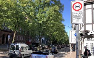 ディーゼル車の走行を制限を示す標識(ドイツ北部ハンブルク市)