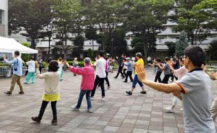 住人の半数以上が中国人となった川口市の芝園団地では、文化交流行事を定期的に開催している(6月に開かれた太極拳のイベント)