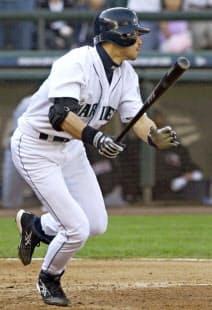 イチローは2004年に262安打を放ち、シーズン最多安打記録を樹立した=共同