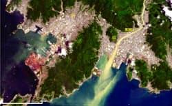 米地質調査所(USGS)の衛星画像を加工した9日午前の広島県呉市・黒瀬川河口周辺の様子=広島大・作野准教授提供