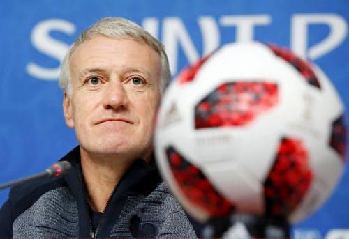 フランスのデシャン監督は1998年のW杯で主将を務めた=共同