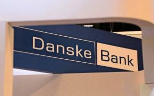 ダンスケ銀行のロゴ(17年、カナダで開いた金融イベントの会場)=ロイター