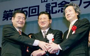 加藤氏(左)、小泉氏(右)を担いだ山崎氏