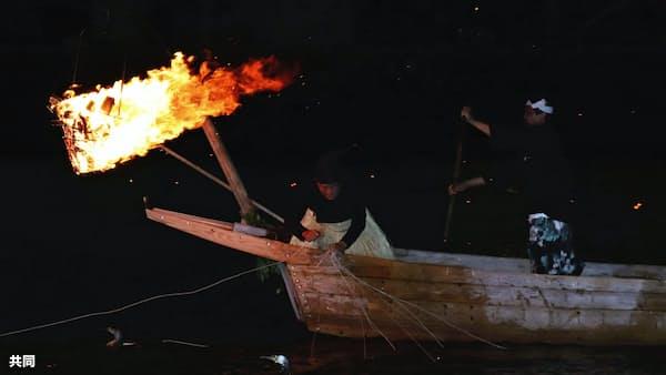 豪雨被害の長良川鵜飼が再開 観覧船出航はなし