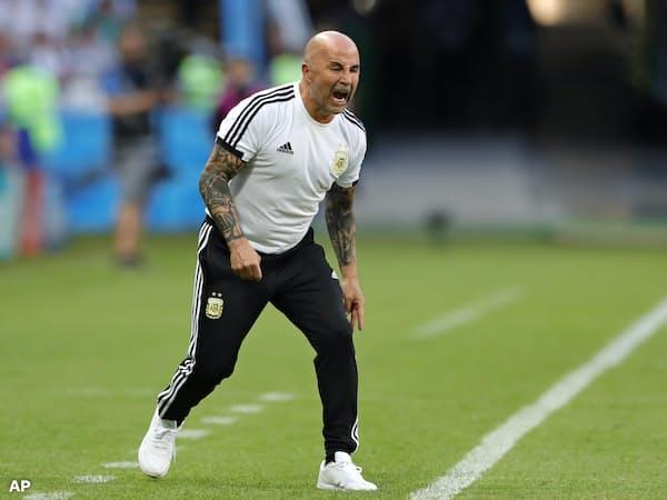 W杯ロシア大会でアルゼンチン代表の指揮を執ったサンパオリ氏=AP