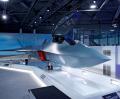 英航空ショーで披露された英次世代戦闘機「テンペスト」のイメージ模型(16日、英南部ファンボロー)=ロイター