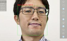 カメラが捉えた顔の魅力度や性別、年齢を推定する(センスタイムのデモンストレーション用アプリ)