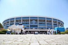 スタートトゥデイが命名権を持つZOZOマリンスタジアム(千葉市)