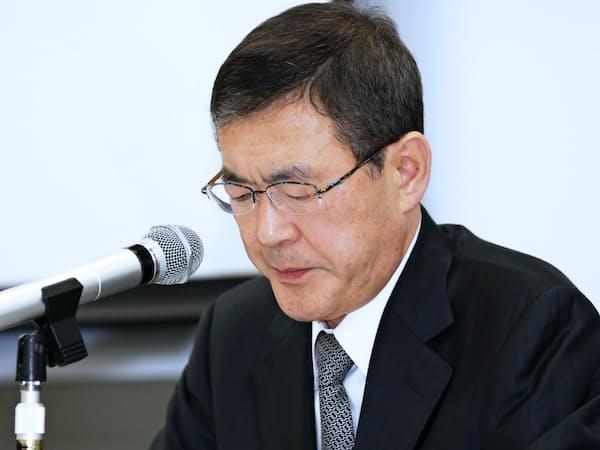 記者会見するSUBARUの吉永泰之社長(当時、6月5日)