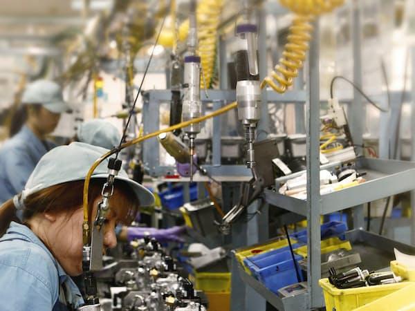 クボタはエンジン組み立ては人手に頼る(堺臨海工場)